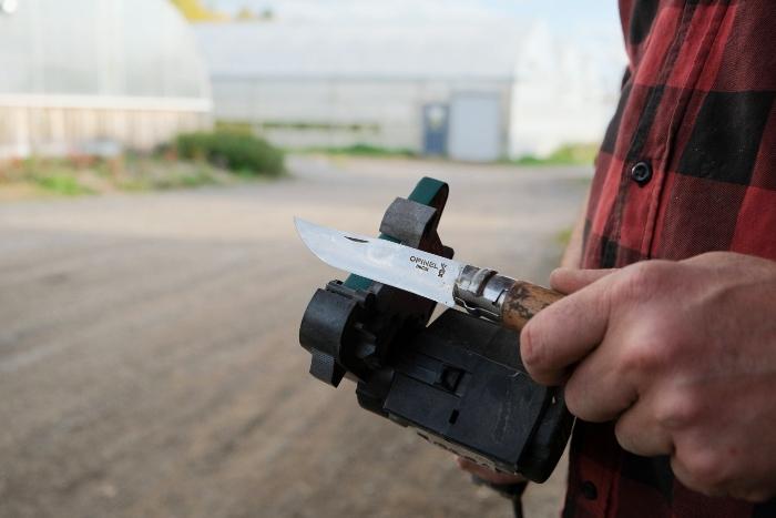 Use sharp tools! / Credit : Alex Chabot